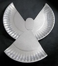 Simple and effective. Paper plates are a must! Sparkly Paper Plate Angel - for Sunday School I'd let the kids paint glue around edge and then sprinkle clear glitter or silver. Add a ribbon to hang. Write Bible verse on plate? Kids Crafts, Bible Crafts, Toddler Crafts, Preschool Crafts, Crafts To Make, Christmas Activities, Christmas Crafts For Kids, Christmas Projects, Kids Christmas