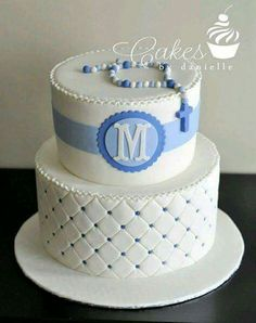 Maybe chevron on the bottom, and the name instead of an initial.and a cross on… First Holy Communion Cake, First Communion Cakes, Christening Cake Boy, Baby Boy Baptism, Christening Cakes, Baby Boys, Comunion Cakes, Decors Pate A Sucre, Religious Cakes