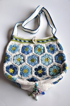 Mia's Blues crochet bag-3 by yarnloopie,