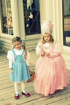 DIY Glinda the Good Witch and Dorothy. With so many cool costumes to choose from, you have no trouble dressing up as your favorite sexy idol this Halloween. Halloween Costumes For Sisters, Sister Costumes, Halloween Kostüm, Family Halloween, Dorothy Costume Kids, Halloween Outfits, Glinda Costume, Witch Costumes, Cool Costumes