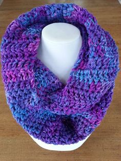This is an unique infinity scarf, to wrap twice around the neck. Infinity scarves are the perfect and ideal accessory for any outfit, warm and comfortable! It's made with yarn color nuanced in purple Crochet Snood, Crochet Infinity Scarf Pattern, Aluminum Wire Jewelry, Cardboard Jewelry Boxes, Knitted Scarves, Valentine Day Gifts, Christmas Gifts, Circle Scarf, Winter Trends