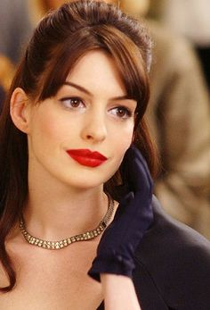 "Anne Hathaway en ""El Diablo viste de Prada"" (The Devil Wears Prada), 2006"