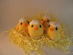 Poussin avec morceaux de coquilles réalisés au crochet http://www.alittlemarket.com/accessoires-de-maison/fr_poussins_avec_bouts_de_coquilles_realises_au_crochet_-13429187.html