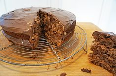 Nutella chocolate cake recipe. Nice! I reduced the sugar by 15g.  After spreading the nutella, I sprinkle icing on top.
