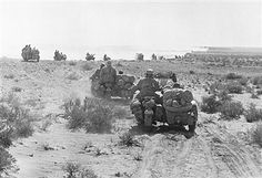 North Africa , war theater (Africa campaign) , german africa corps offensive of Rommel: motorcyclists (Kradschuetzen) on a advance into the desert. End of May 1941 - pin by Paolo Marzioli Afrika Corps, North African Campaign, Erwin Rommel, Ww2 Photos, Military Pictures, Ww2 Planes, Korean War, Pearl Harbor, Vietnam War