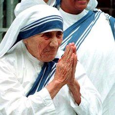 La novena delle Sante Messe per chiedere una grazia importante Madonna, Catholic Pictures, Pope John Paul Ii, Desiderata, Spiritual Thoughts, Maria Grazia, Mother Teresa, Calcutta, San Michele