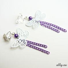 Motýlci - klipsy Klipsové náušnice pro nepropíchnutá ouška. Délka 5,5 cm, kovový lakovaný motýlek je široký 2.4 cm.