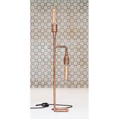 luminária de mesa, produzida com tubulação de cobre, latão e ferro, com 2 lâmpadas de filamento de carbono, cabo externo revestido com tecido, com interruptor e plug.   LxAxP : 12,5 x 69,5 x 13 cm  Todas as nossas luminárias são feitas manualmente, uma por uma.