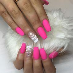 """Mi piace"": 4,137, commenti: 65 - Nail Bar & Beauty Lounge (@nailbarandbeautylounge) su Instagram: ""Nails by @philglamournails #nailsonpoint #nailart #notd #nbbl #nails"""