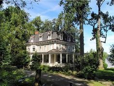 """The Victorian in New York where the movie """"Stepmom"""" was filmed."""