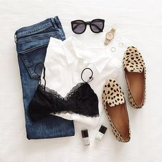 Womens fashion Outfit Fashion style jeans fashion outfit casual look leopard flats ootd Fashion Blogger Style, Look Fashion, Winter Fashion, Womens Fashion, Fashion Trends, Fashion Bloggers, Jeans Fashion, Cheap Fashion, Trendy Fashion