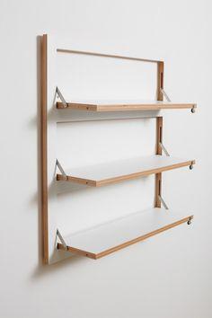 フラットに壁に収納できる壁面収納Flapps Shelf 横長3段