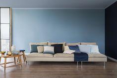Un plafond bleu gris associé à un mur bleu ciel