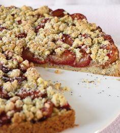 Zwetschgen-Mohn-Streusel: Im lockeren Mohnkuchen verstecken sich saftige Zwetschgen, so lecker schmeckt der Spätsommer.