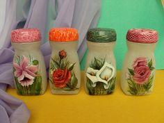 Plastic Bottle Crafts, Diy Bottle, Bottle Art, Hand Embroidery Patterns Flowers, Embroidery Kits, Mason Jar Gifts, Mason Jar Diy, Decoupage Jars, Hawaiian Quilt Patterns