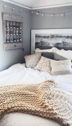 the latest Living Room Inspiration Fund it now! the latest Living Room Inspiration Fund it now! Cute Bedroom Ideas, Room Ideas Bedroom, Bedroom Inspo, Bedroom Inspiration, Teen Bedroom Colors, College Bedroom Decor, Cute Bedroom Decor, Bedroom Yellow, Pretty Bedroom