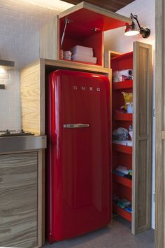 Love the functional small-kitchen storage, and of course the red fridge! Tiny Spaces, Small Apartments, Retro Fridge, Smeg Fridge, Tiny Fridge, Vintage Fridge, Small Kitchen Storage, Functional Kitchen, Red Kitchen