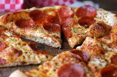 Grund Pepperoni-Pizza mit Übernachtung Teig mit Hilfe der zwei Stein Verfahren
