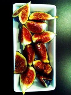 Honungsyoghurt med mandelbiskvier & fikon