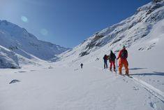 Die Skitour auf den Fasulferner ist landschaftlich eine besonders reizvolle Tour. Das Tal zwischen Patteriol und Kuchenspitze entlang das Fasulbaches erscheint einem endlos und eröffnet neue Weiten. Portal, St Anton, Seen, Mount Everest, Mountains, Nature, Travel, Naturaleza, Voyage