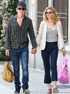 Star Tracks: Monday, June 8, 2015 | HAND IT TO 'EM | Holding bags and each other's hands, Kevin Bacon and Kyra Sedgwick get in some shopping in N.Y.C. on Sunday.