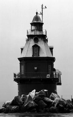 Ship John Shoal lighthouse DE