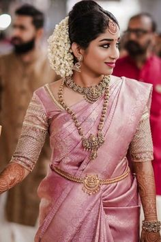 South Indian Wedding Saree, South Indian Bride, Saree Wedding, Indian Weddings, Wedding Blouses, Muslim Couple Photography, Indian Wedding Photography, Mehendi Photography, Photography Poses