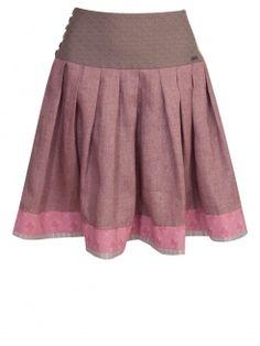 Unser Online Shop bietet ausgefallene bayerische Trachtenröcke und Dirndlröcke.