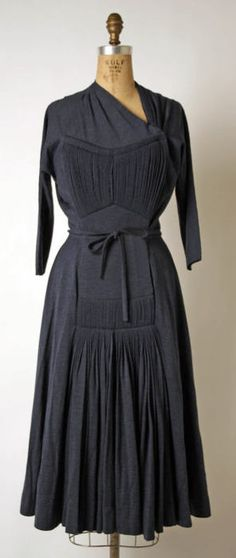 Madame Grès (Alix Barton) (French, Paris Var region) Date: ca. 1945 This looks a bit odd on the mannequin, but I bet it would look amazing on! Vintage Outfits, 1940s Outfits, 1940s Dresses, Day Dresses, Vintage Dresses, Flapper Dresses, Madame Gres, 1940s Fashion, Look Fashion