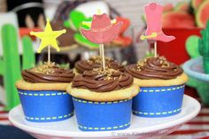 Cowboy Party cupcakes - so wird der Cowboy Geburtstag besonders schön! Cowboy Party, Cowboy And Cowgirl, Baking, Desserts, Food, Cowboys, Jeans, Party, Cowgirl Cakes