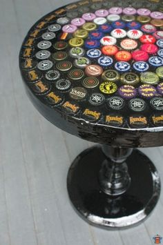 beer bottle cap table with acrylic finish - residenceblog.com