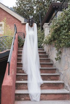 Hippy, Wedding Pictures, Empire, Villa, Stairs, Bohemian, Wedding Dresses, Bride Dresses, Stairway