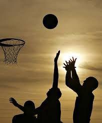 Olahraga Basket dan Manfaatnya Untuk Kesehatan,- Permainan bola basket yang diciptakan tahun 1891 ini kebanyakan memang dilakukan hanya oleh remaja dan dewasa muda saja. Hal tersebut disebabkan karena gerakan dan aturan mainnya cukup sulit dan Cool Photos, Amazing Photos, Day, Life, Basketball, Random, Google, Style, Sport
