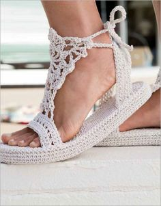 You could dance the night away in these Strappy Sandals designed by Brenda K. The whole sandal is crocheted, including the single crochet sole! Crochet Sole, Mode Crochet, Crochet Sandals, Crochet Diy, Crochet Boots, Crochet Woman, Crochet Slippers, Crochet Clothes, Crochet Summer