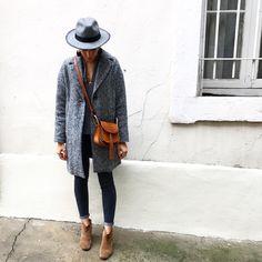 C a m e l  T o u c h #outfit #outfitoftheday • Manteau (New) #zara • Blouse #bash • Jean #mango • Boots #dickers #isabelmarant • Chapeau #bash • Collier #edenoah • Mini médaille #jully • Sac #hudson #chloe  Nouveau manteau gris chiné un peu oversize  et OH combien j'aime le gris et le camel. Monday: Back to reality... sous la pluie