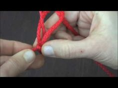 Cordón con los dedos en español