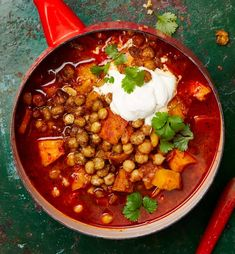 Yotam Ottolenghi's Roasted pumpkin soup with harissa and crisp chickpeas Yotam Ottolenghi, Ottolenghi Recipes, Bean Recipes, Vegetarian Recipes, Cooking Recipes, Roast Pumpkin Soup, Le Chef, Everyday Food, Soups And Stews