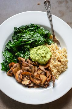 Super vegan bowl with parsley cashew pesto