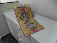 Caminho em patchwork com tecidos importados
