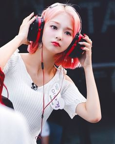 I think one side of the headphones can cover Nakko's face 😂 . 190611 Fact In Star Cr. First Pearl #이나경 #프로미스나인 #nagyung #nakyung #fromis_9 South Korean Girls, Korean Girl Groups, Girl Pictures, Girl Photos, Korean People, Pretty Asian, Kawaii Girl, Wattpad, Ulzzang Girl