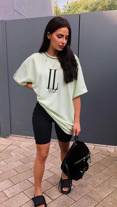 Best Picture For biker shorts outfit party For Your Taste You are looking for something, and it is g Mom Outfits, Short Outfits, Stylish Outfits, Summer Outfits, Cute Outfits, Fashion Outfits, Legging Outfits, Outfit Jeans, Moda Popular