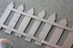 Clearwater Cottage: Easy Cardboard Picket Fence Decoration When mulling over … - Modern Farm Fence, Diy Fence, Farm Yard, Fence Ideas, Farm Vbs Ideas, Farm Birthday, Animal Birthday, Farm Party Decorations, Farm Animal Party