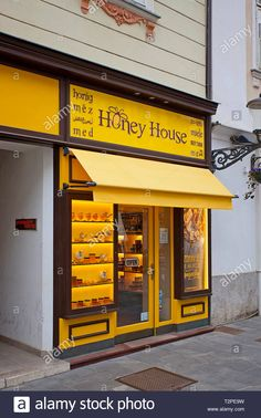Honey Baked Ham Company, Kombi Food Truck, Honey Store, Plan Bee, Bee Hive Plans, Honey Label, Bee Shop, Honey Packaging, Honey Recipes