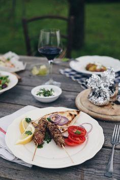 Dochází vám nápady na grilování? Uvízli jste mezi grilovaným steakem, bramborami a hermelínem? To se mi stává zcela běžně. Přes léto je pro... Mozzarella, Steak, Steaks