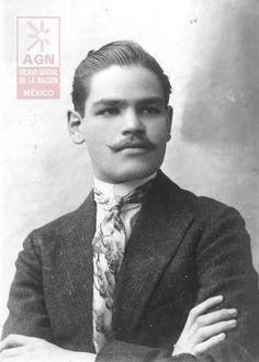 Froylan C. Manjarrez Los Constituyentes :: Espectáculo Teatral y Multimedia