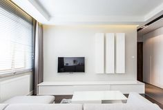 Salon z aneksem kuchennym i jadalni salon zdj cie od interium projekt pomys y do domu for Decoration salon ecran plat tapis rouge