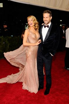 'Gossip Girl' Blake Lively was glam in a dazzling Gucci dress as she cozied upto husband Ryan Reynolds.   (AP)
