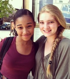 Amandla Stenberg (Rue) and Willow Shields (Prim)
