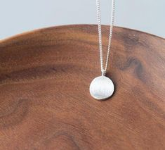 Chain Pendants, Pendant Jewelry, Pendant Necklace, Craft Jewelry, Sterling Silver Necklaces, Silver Earrings, Jewelry Logo, Simple Necklace, Round Pendant