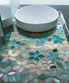 mosaik flisen badezimmer waschtisch floral türkis Tips For Decorating With a Floral Pattern It can b Mosaic Tile Designs, Mosaic Art, Mosaic Glass, Mosaic Tiles, Glass Tiles, Teal Tiles, Stained Glass, Blue Mosaic, Mosaic Floors